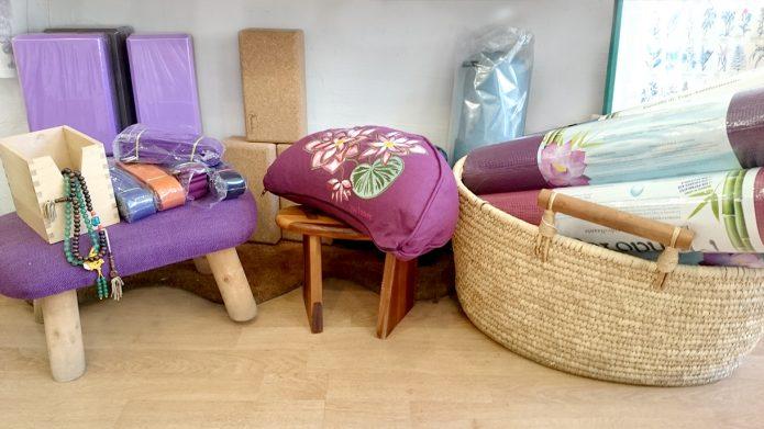 Yoga Productos en Premdan. ecoespacio, ecotienda premdan, articulos ecologicos, yoga(zafu, esterilla, ladrillos)